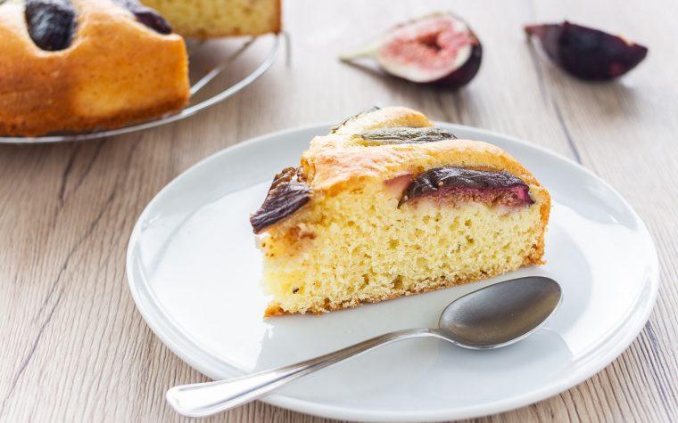 Torta morbida con yogurt e fichi