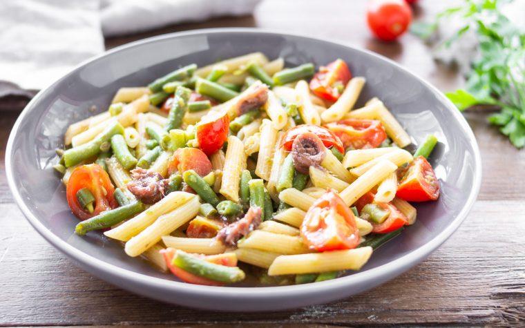 Pasta con pomodorini acciughe e fagiolini