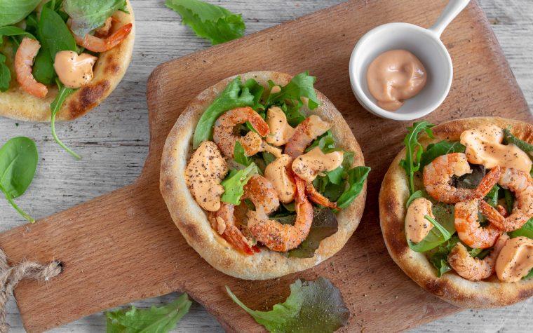 Pizza con gamberi e salsa rosa