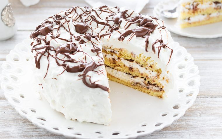 Torta con crema chantilly e Nutella