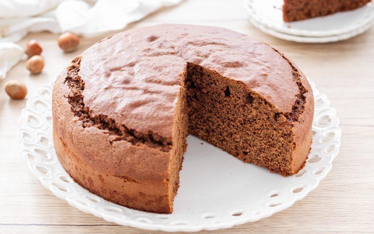 Torta morbida al cioccolato e nocciole