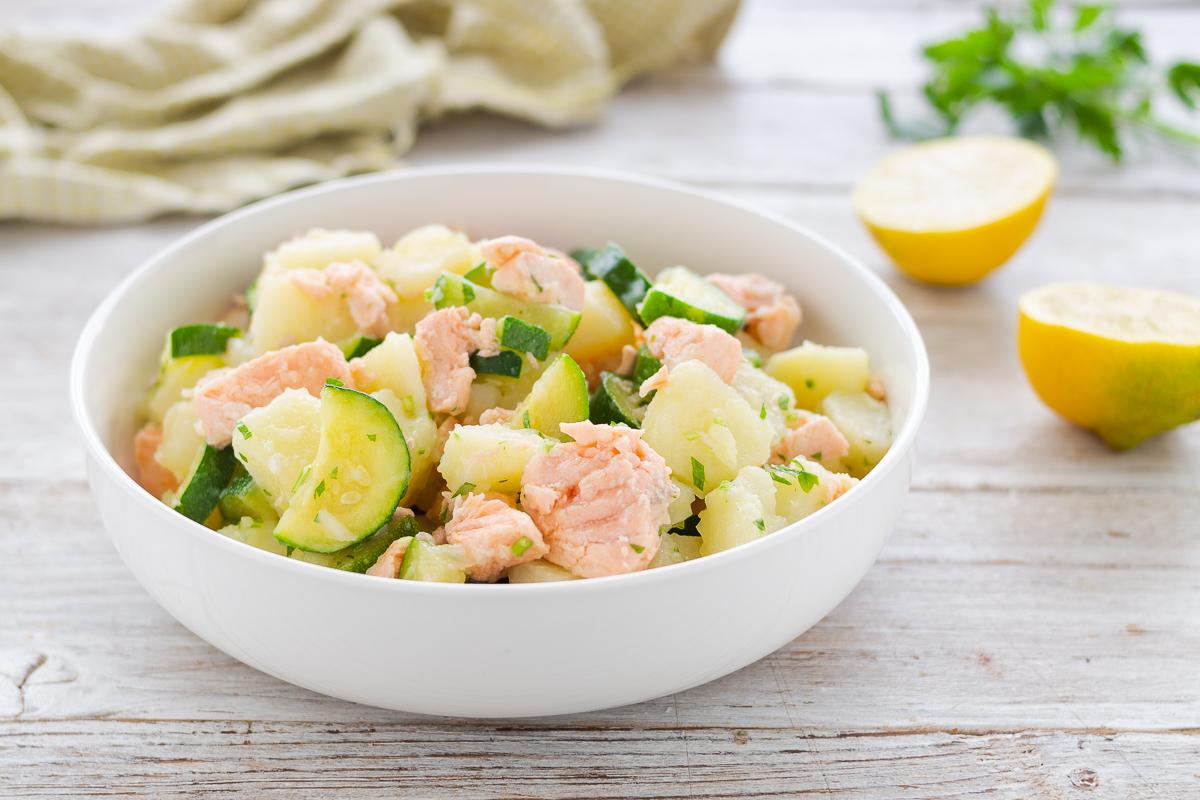 insalata di patata con salmone e zucchine
