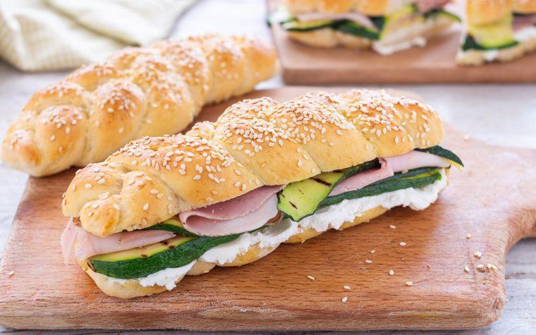 Panini con zucchine prosciutto e formaggio