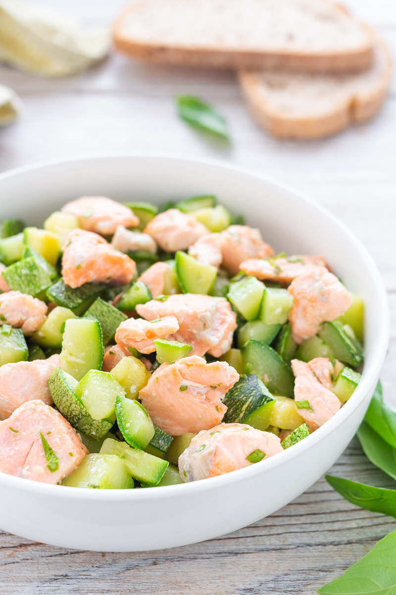 Salmone e zucchine in padella