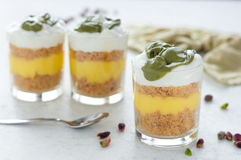 Bicchierini con crema e pistacchio