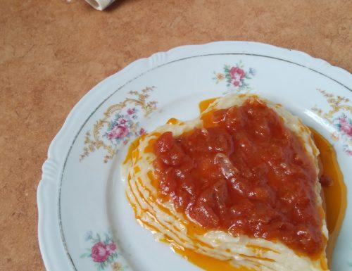 FASOLE BĂTUTĂ CU CEAPĂ (purè di fagioli con spezzatino di cipolle)