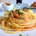 spaghetti alla chitarra con pomodori erbe aromatiche e bocconcini di bufala 2