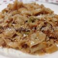 tagliatelle ai funghi porcini secchi con ragù di carne e piselli foto blog img 2499