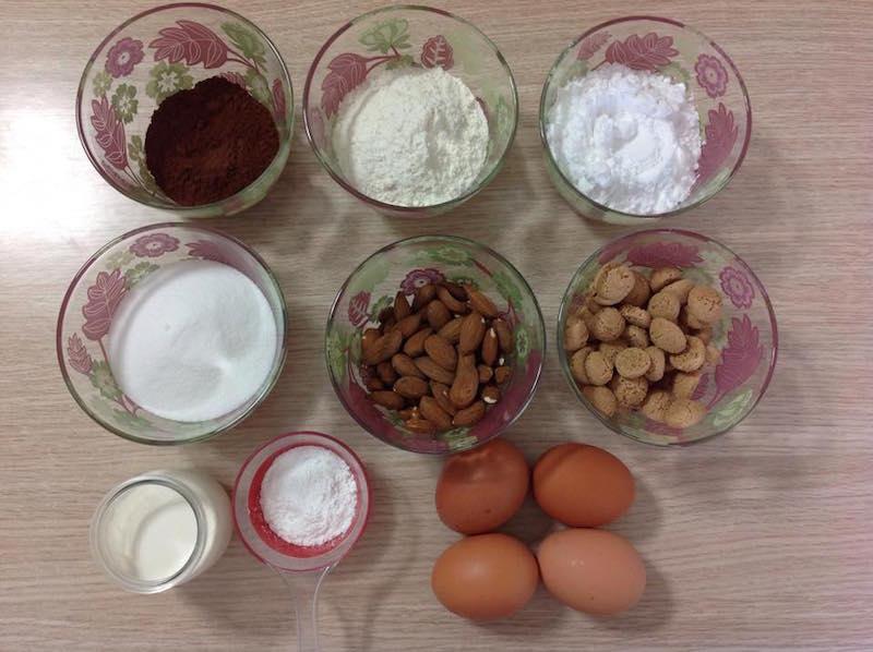 torta al cacao con mandorle e amaretti
