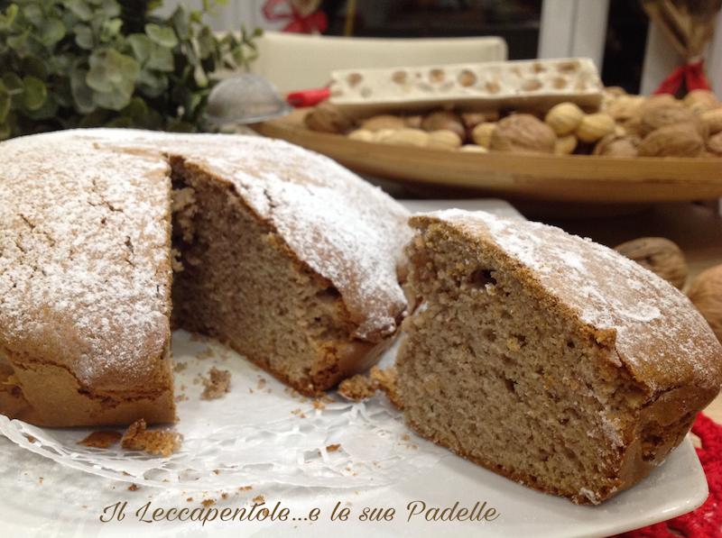 cake con frutta secca e torrone bianco alla nocciola