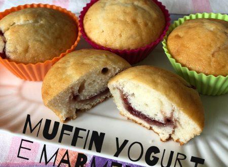 Muffin soffici con yogurt e marmellata