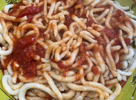 Pici all'aglione, fatti a mano