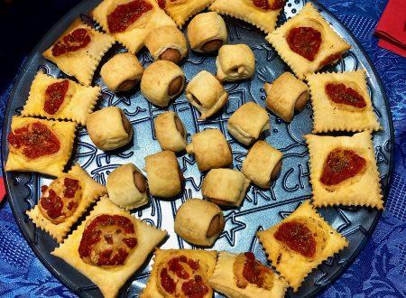 Salatini ai wurstel e pizzette di sfoglia al pomodoro ideali per buffet