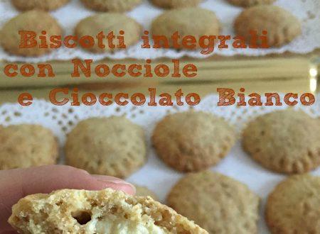 Biscotti integrali alle Nocciole con cuore di Cioccolato Bianco