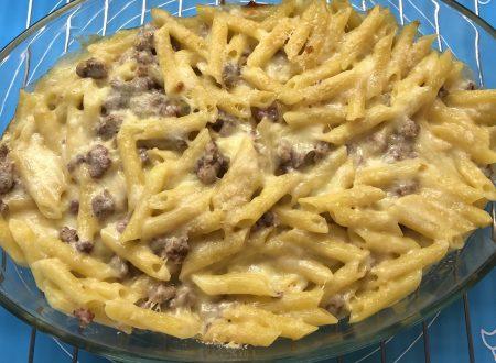 Pasta pasticciata al forno, con salsiccia e besciamella