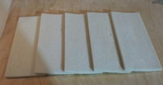 Affiancate le fette di pane bianco