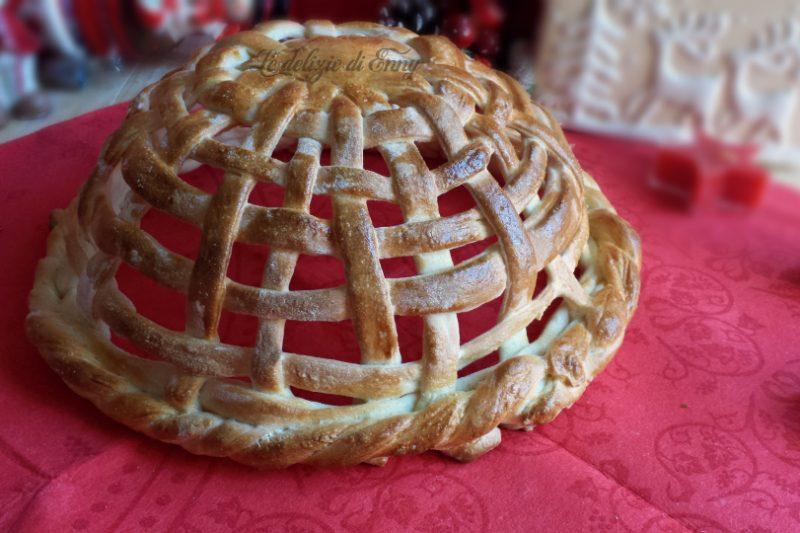 Cestino con pasta per pane