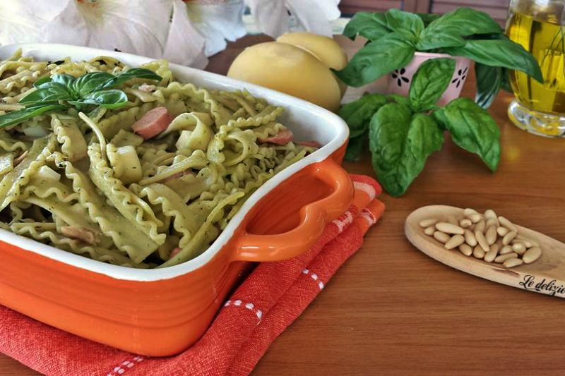 Pasta fredda con pesto di basilico
