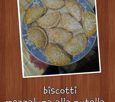 Biscotti mezzaluna a nutella