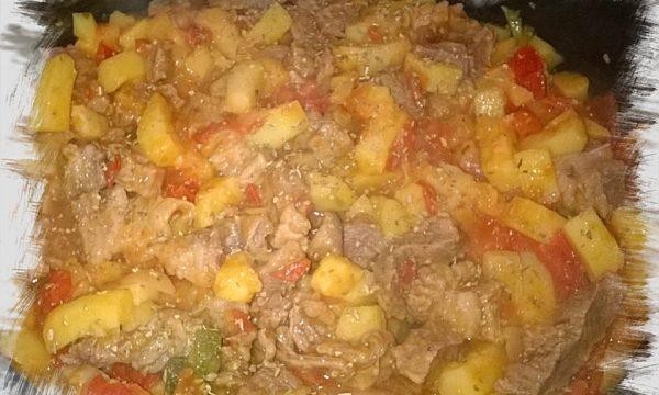 Carne e patate. ..con  pomodoro