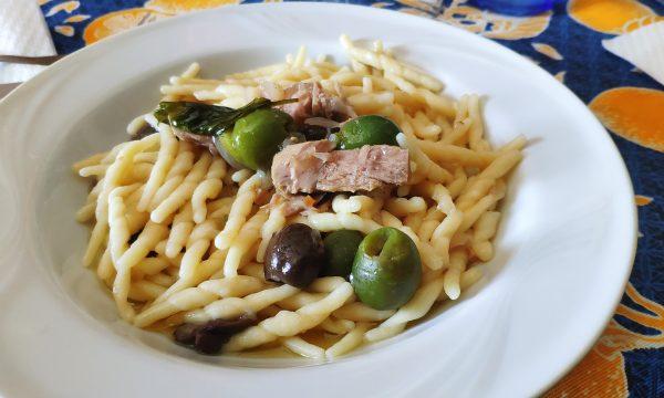 Pasta tonno e olive in bianco