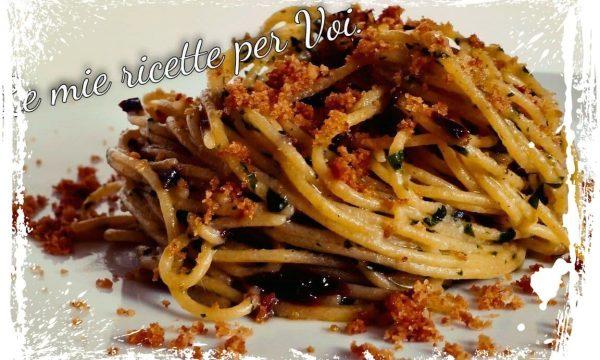 Spaghetti piccanti con acciughe e capperi.