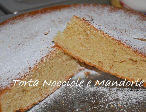 TORTA NOCCIOLE E MANDORLE