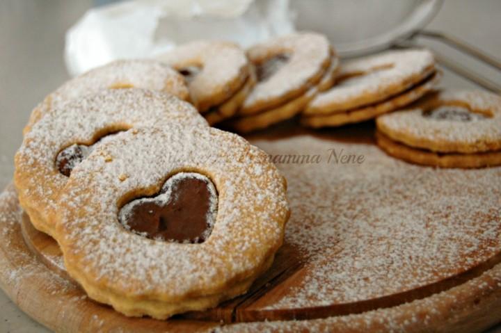 biscotti con cuore di cioccolato