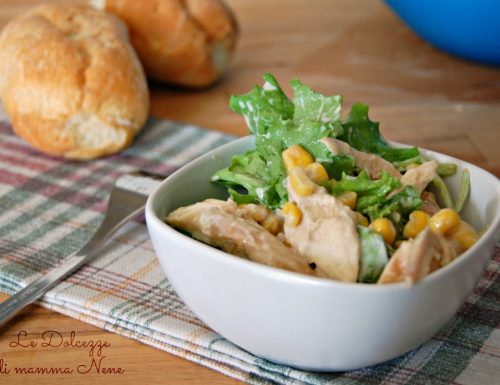 INSALATA CON POLLO E YOGURT