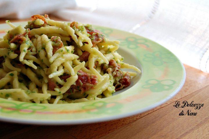 pasta con prosciutto crudo e crema di zucchine