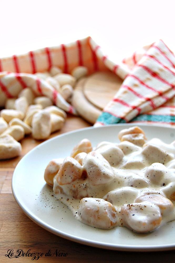 gnocchi con crema al pecorino