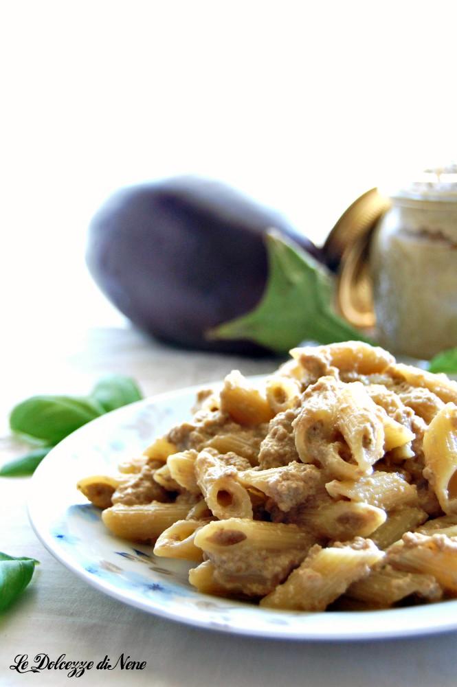 pasta con crema di melanzane e parmigiano