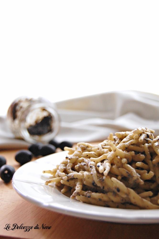 pasta con crema alle olive nere