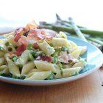 pasta con asparagi, yogurt greco e speck