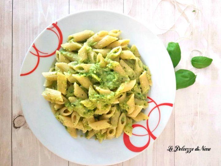 pasta con pesto delicato di zucchine e basilico