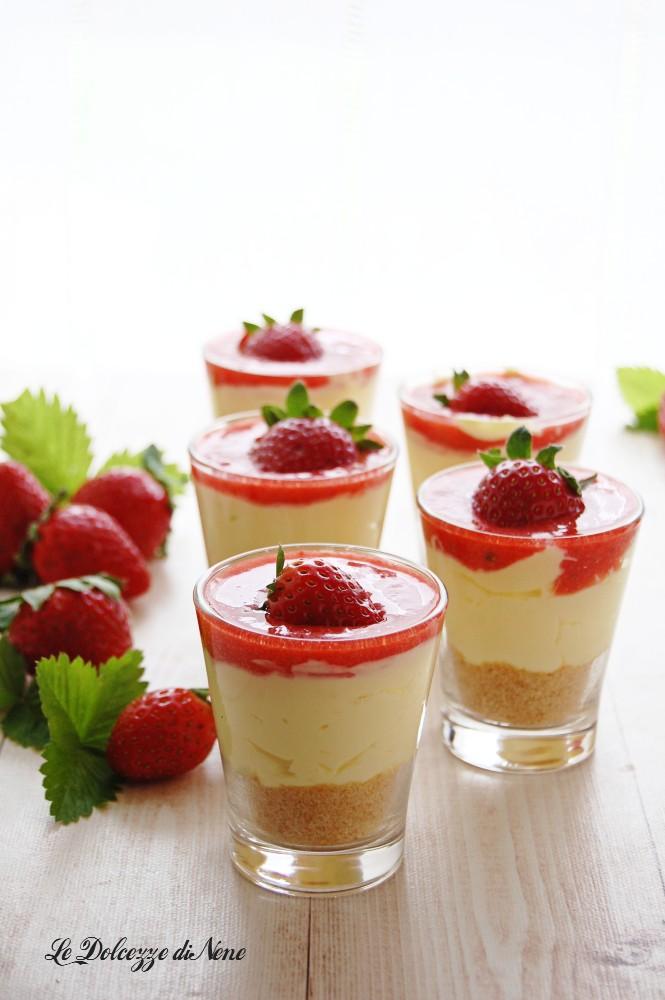 cheesecake tiramisù alle fragole in bicchiere