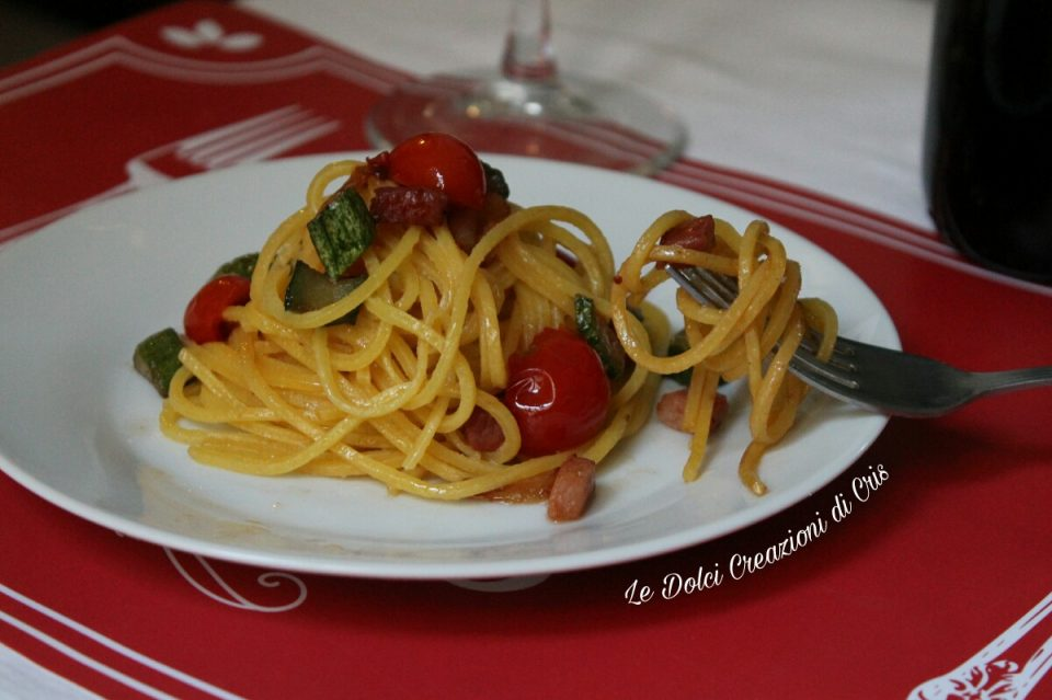 Spaghetti zucchine e speck