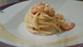 spaghetti con crema di limone e gamberi