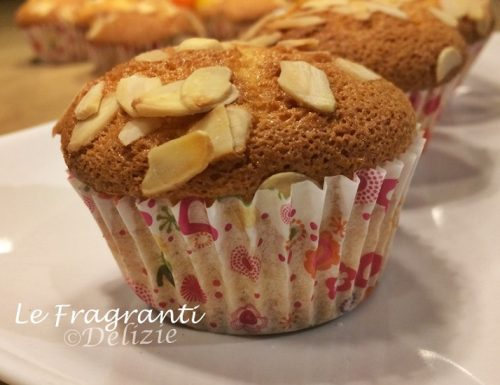 Muffin agli agrumi con mandorle a scaglie