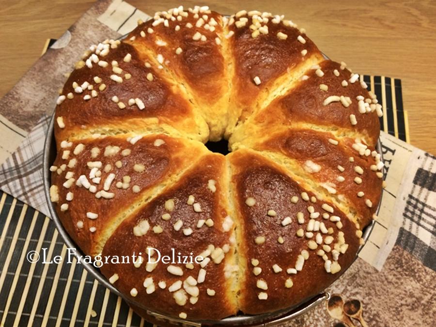 Brioche glassata alla panna e zucchero a granella