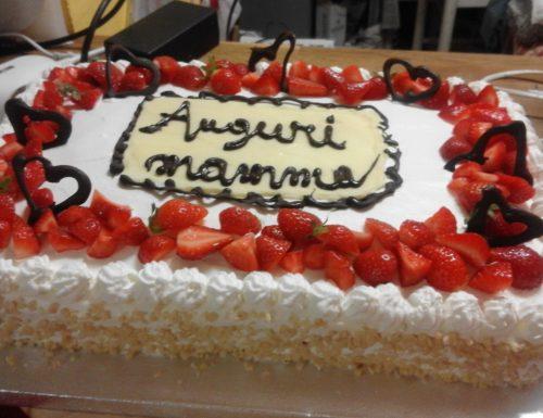 Torta di compleanno alle fragole
