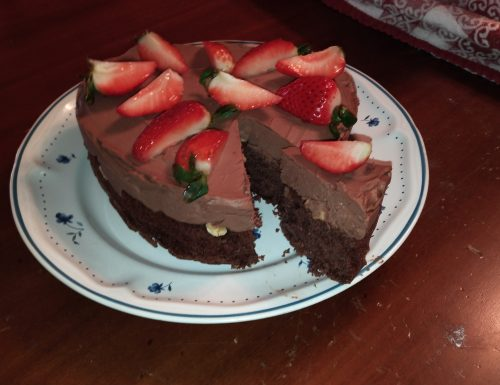 Torta con mousse e fragole