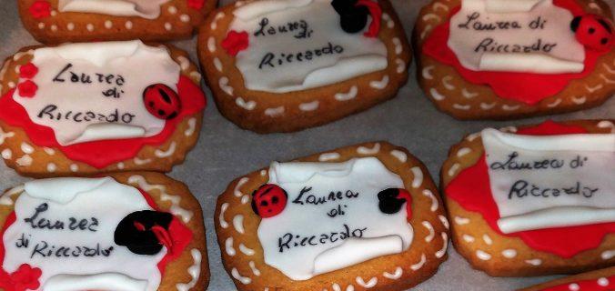 Biscotti per festa di laurea   Le merende della franci 4a049b9e525b