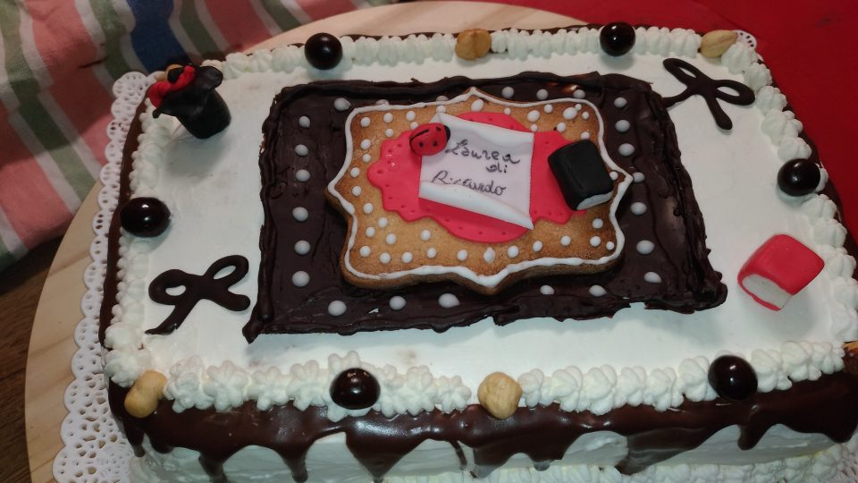 Torta di laurea - Drip cake al cioccolato fondente   Le merende ... bc03a1e20f0f