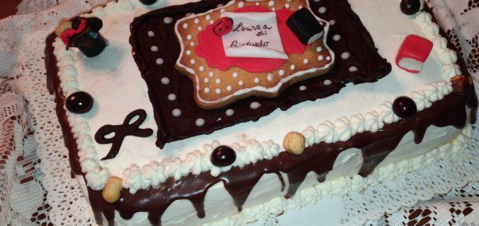 Torta di laurea - Drip cake al cioccolato fondente   Le merende ... 073f40c8c412