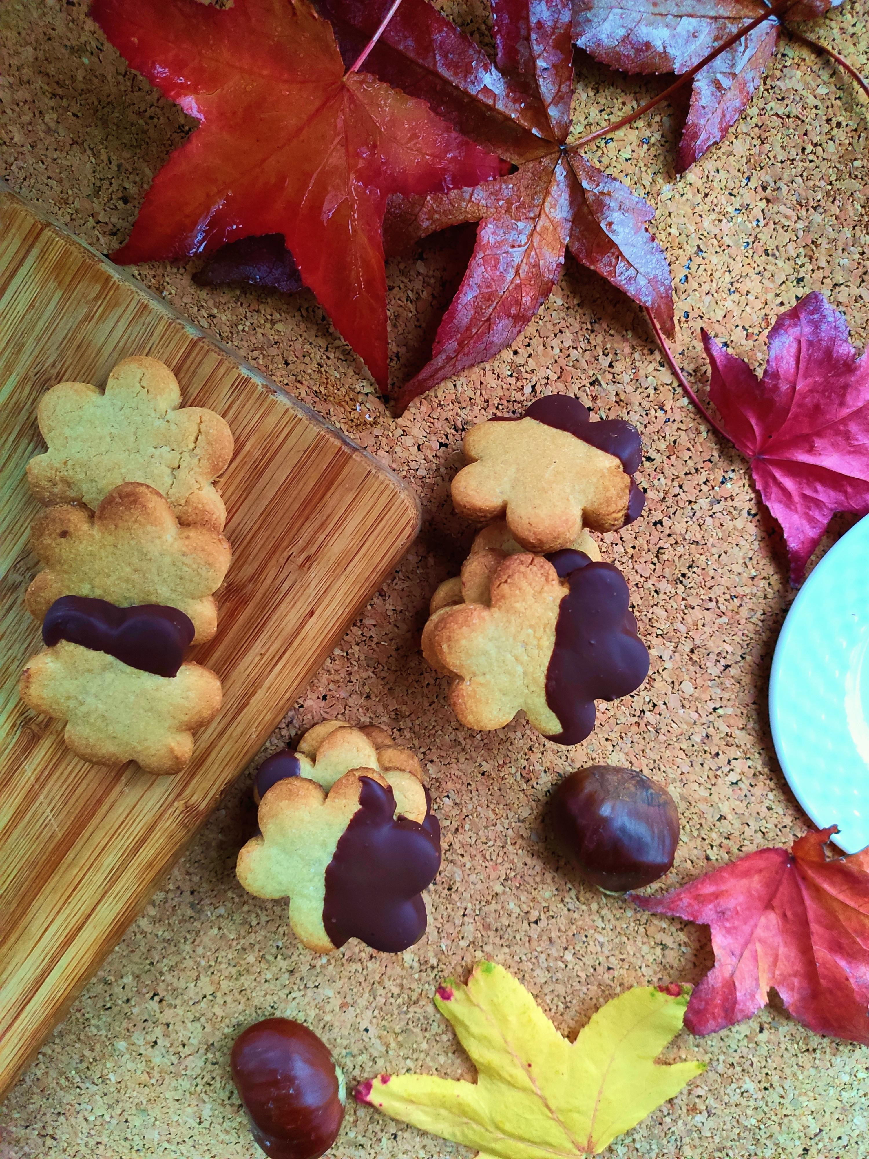 Biscottini di castagne con cioccolato e cocco