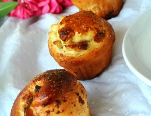 Muffin di brioche con frutta secca