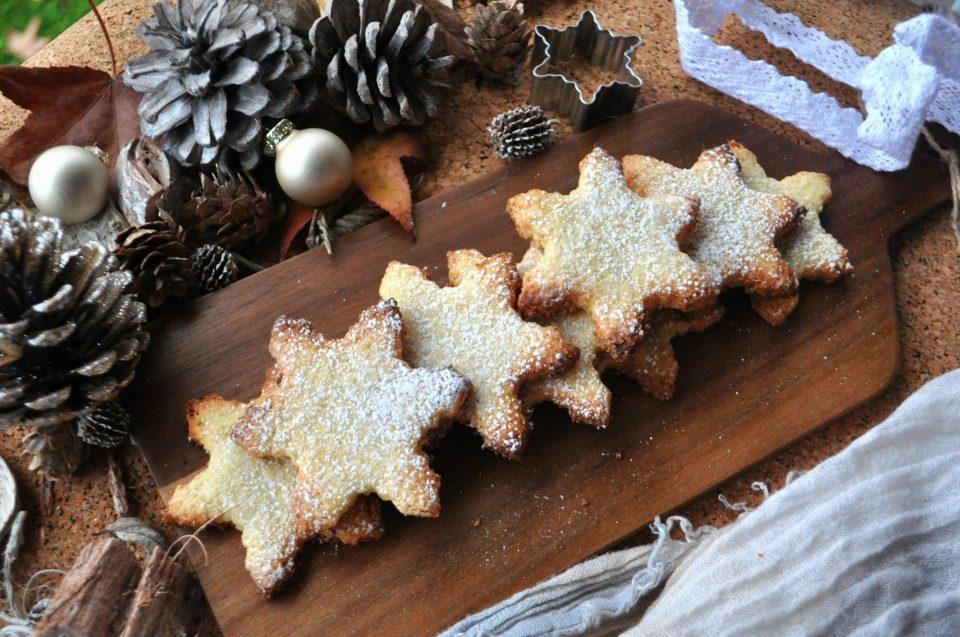 Biscotti a stella all'olio e cocco