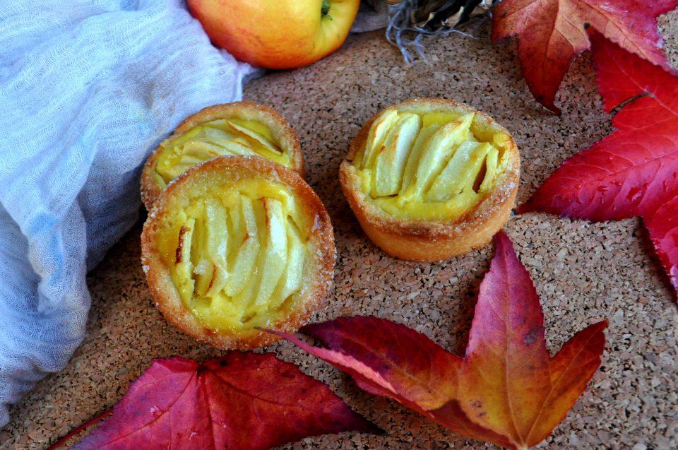 Crostatine all'olio con mele e ricotta