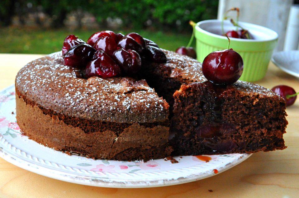 Torta cioccolato olio e ciliegie